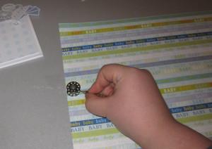 Mit einer Schablone oder einem Gegenstand einen kleinen Kreis aufzeichnen