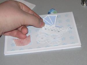 Kinderwagen als Kartendekoration außen aufkleben