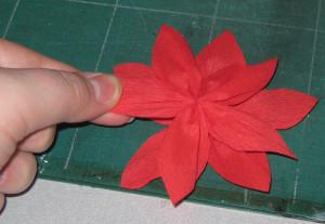 Obenliegende Blüte versetzt aufkleben